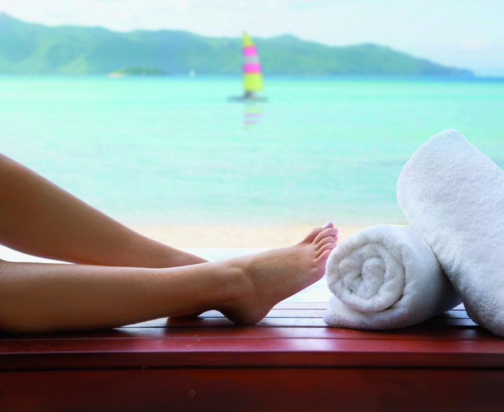 Les pieds nus sur la plage
